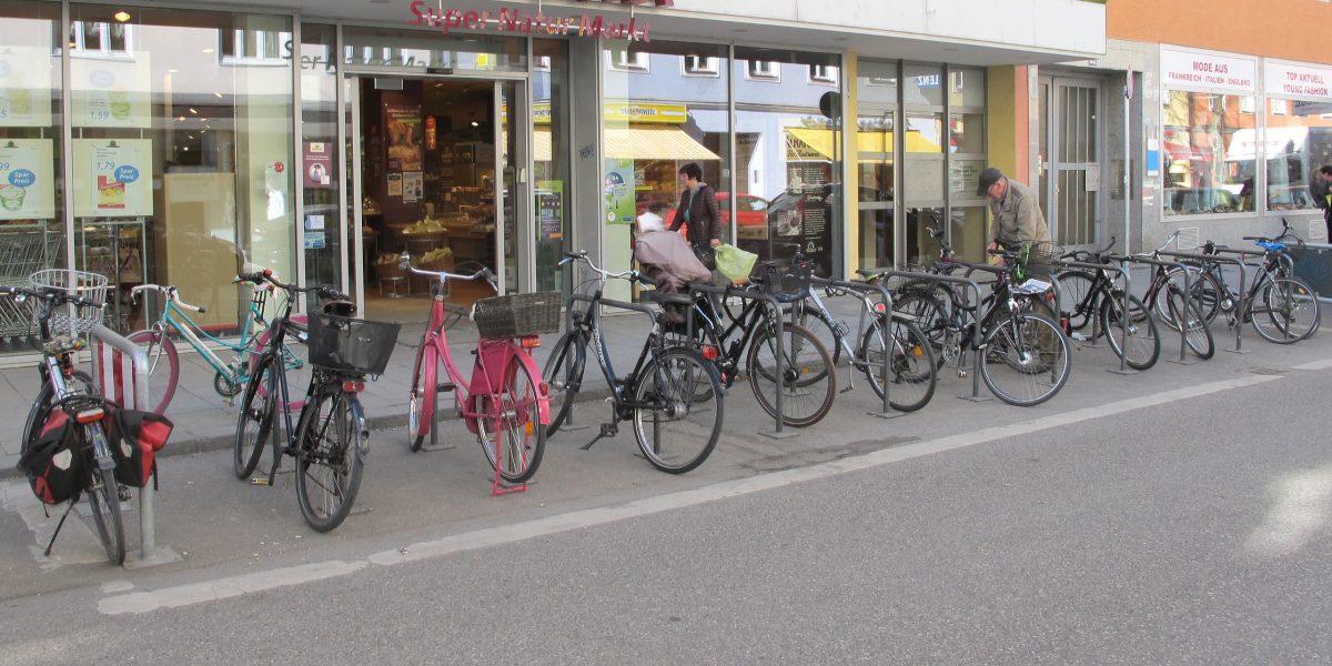 Radfahren und Einkaufen